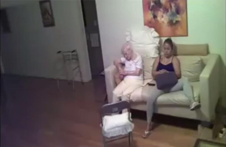skritaya-kamera-doma-masturbiruet-video