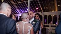 Aşkı uğruna düğün gecesi saçlarını kazıttı
