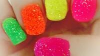 Simli ve renkli ojeler çok şeker!