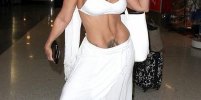 Ünlü Oyuncu Havaalanında Bikiniyle Görüntülendi